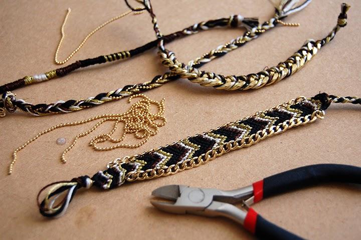 1  Réalisez plusieurs bracelets mélangeants chaines et fils. Ici  1. Bracelet  brésilien en V avec 2 chaines cousues sur les cotés, une tresse