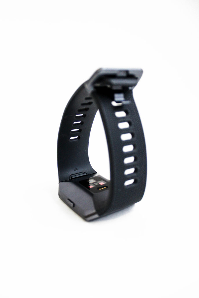 Fitbit Ionic smartwatch connectée connected waatch running sport hightechmultimedia technologie geek