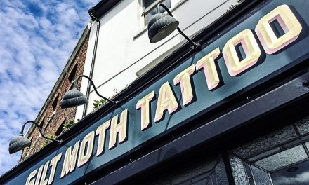 Se faire tatouer à Londres : Gilt Moth Tattoo