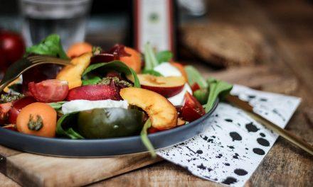 Salade sucrée-salée nectarine jaune et grison