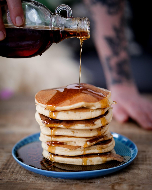 Pancakes fluffy - Recette Faciles, rapides, délicieux, sirop d'érable